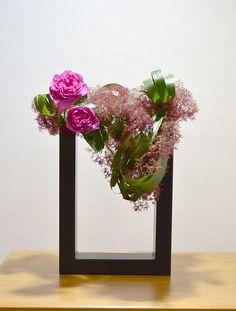 Japanese ikebana- Exquisite! - Flower material smoke tree rose eventful ~ Author Kazumi (May 22)