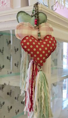 hearts with tassels.a natural Hobbies And Crafts, Diy And Crafts, Kids Crafts, Arts And Crafts, Crafty Projects, Sewing Projects, Fabric Hearts, Heart Crafts, Creation Couture