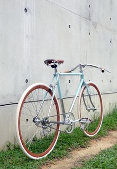 porteur velo messenger commuter with wood rims Sundae