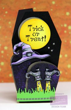 Coffin shaped Halloween card - bjl More Halloween Paper Crafts, Halloween Tags, Holidays Halloween, Halloween Projects, Halloween Ideas, Halloween Decorations, Fall Cards, Holiday Cards, Adornos Halloween
