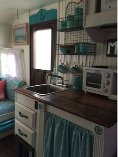 25 Creative Picture of Gorgeous Shasta Vintage Camper Trailer Remodel Ideas. Gorgeous Shasta Vintage Camper Trailer Remodel Ideas 31 Rv Campervan Kitchen Remodel And Renovation Ideas Retro Old Campers, Vintage Campers Trailers, Retro Campers, Camper Trailers, Happy Campers, Vintage Motorhome, Vintage Caravans, Retro Travel Trailers, Caravan Vintage