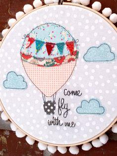 Bastidor com aplicação em costura. Um amor! Hot Air Balloon Embroidery Pattern Hoop