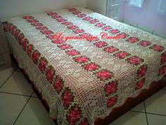 Colcha em crochê de casal, feita à mão, com barbante Círculo Natural e barbante barroco rosa. R$ 550,00