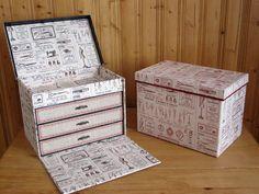 Cartonnage : boite à fils Cardboard Recycling, Cardboard Box Crafts, Cardboard Furniture, Diy Furniture, Carton Diy, Diy Karton, Creative Box, Diy Box, Covered Boxes