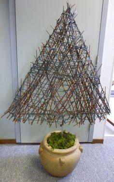 Kerstboom gemaakt van wilgentakken.