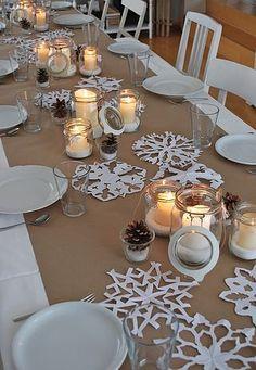 Con muy poco y con imaginación puedes decorar tu mesa navideña. En la imagen verás que sólo necesitan papel ...