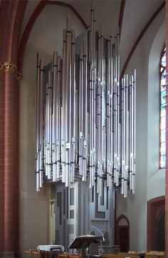 http://upload.wikimedia.org/wikipedia/commons/2/23/Klais-Orgel_St-Stephan_Mainz.jpg