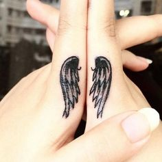 65 Epic Tattoo Designs For Women And Their Best Friends - Page 41 of 65 - Chic Hostess Finger Tattoo Designs, Finger Tattoo For Women, Cute Finger Tattoos, Tattoo Designs For Women, Tattoos For Women, Finger Tattoos For Couples, Tattoo Women, Mom Daughter Tattoos, Tattoos For Daughters