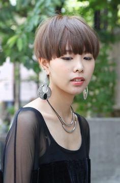 Very Short Bowl Hair Cuts | 2013 Japanese Short Haircut – Casual Sleek Hair Style for Ladies
