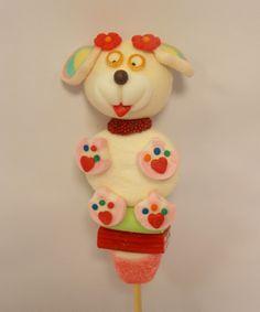 Pirulito de marshmallows e balas mais uma cachorrinha