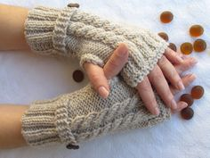 Beige Fingerless Gloves With Wooden ButtonsKnitting por zeynepstyle