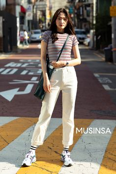 Discover recipes, home ideas, style inspiration and other ideas to try. Korean Fashion Summer Street Styles, Korean Girl Fashion, Korean Fashion Trends, Japanese Street Fashion, Ulzzang Fashion, Korea Street Style, Korea Summer Fashion, Korean Fashion Casual, Fashion Spring