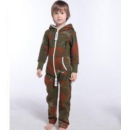 カモフリースの子供たちは冬服のためのジャンプスーツをカバーオール