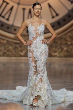 a sexy dress by pronovias 2016