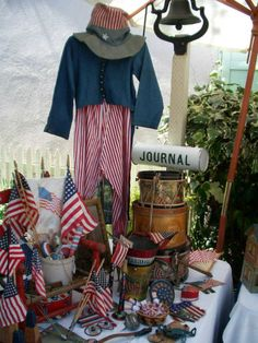 If vintage patriotic items grab your heart, this photo is sure to please.