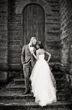 Wedding Photography Ideas : Love the pose - - Wedding Fotoshooting - Fotografie Wedding Picture Poses, Wedding Photography Poses, Wedding Poses, Wedding Photoshoot, Wedding Shoot, Wedding Couples, Wedding Portraits, Photography Ideas, Wedding Dresses