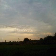 Доброе утро!  Вот и наступает то время когда для того чтобы встретить рассвет не нужно подрываться раньше обычного. Маленькое чудо природы будет доступно нам прямо по пути на работу или учёбу.  #небовечноенебо