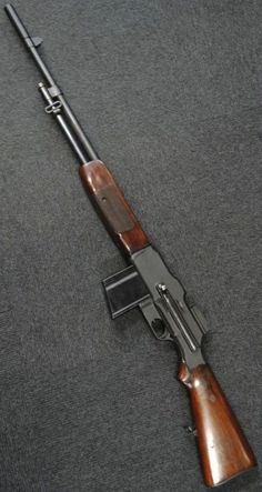 Browning Automatic Rifle B. It was as the name implied, an Automatic Rifle where in it was more of a Squad Automatic Weapon for light support. Ww2 Weapons, Battle Rifle, Hunting Rifles, Cool Guns, Assault Rifle, Military Weapons, Guns And Ammo, Firearms, Shotguns