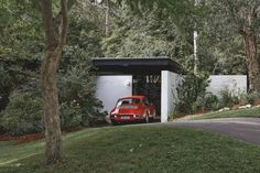 Architect-designed, modern house for sale in St Ives. 2 Staddon Close, St Ives, Sydney NSW Pettit+Sevitt Lowline B by Ken Woolley AM. Australian Architecture, Australian Homes, Interior Architecture, Interior And Exterior, Vintage Architecture, Exterior Design, Mid Century Decor, Mid Century House, Mid Century Design