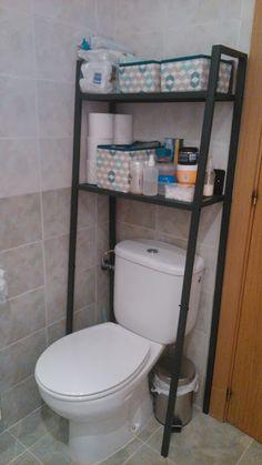 LERBERG en el baño. Aprovechamos una estantería LERBERG para poner un poco de orden en el baño.