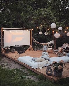 Backyard patio, outdoor gardens, backyard movie, outdoor patios, backyard i Outdoor Spaces, Outdoor Living, Outdoor Decor, Outdoor Bedroom, Outdoor Cafe, Outdoor Patios, Exterior Design, Interior And Exterior, Backyard Landscaping