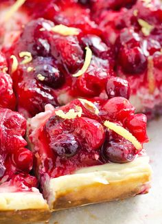 Clean Eating Cranberry Lemon Cheesecake Bars ~ Brilliant alternative for Thanksgiving dessert! Made with cottage cheese and Greek yogurt instead of cream cheese, and can be gluten free. Delicious Desserts, Dessert Recipes, Yummy Food, Dessert Healthy, Healthy Eats, Healthy Recipes, Lemon Cheesecake Bars, Cranberry Cheesecake, Lemon Bars