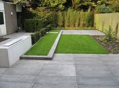 Small, sleek modern garden with rectangular lawns on two levels for a graphic effect. Townhouse Landscaping, Landscaping Work, Landscape Architecture, Landscape Design, Synthetic Lawn, Lost Garden, Stone Walkway, Modern Garden Design, Back Gardens