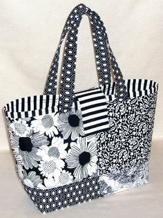 Fabric Tote Bags, Quilted Tote Bags, Diy Tote Bag, Patchwork Bags, Crazy Patchwork, Fabric Basket, Patchwork Designs, Handbag Patterns, Bag Patterns To Sew