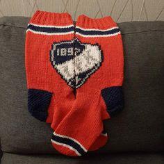 Sukista tumppuihin: HIFK sukat My Works, Beanie, Socks, Knitting, Hats, Fashion, Moda, Tricot, Hat