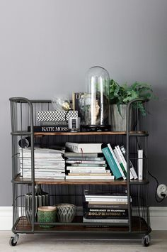 Ellos Home East-vaunu, jossa hylly My Living Room, Home And Living, Living Spaces, Industrial House, Industrial Trolley, Decor Room, Interior Design Inspiration, Interior Styling, Decorating Your Home