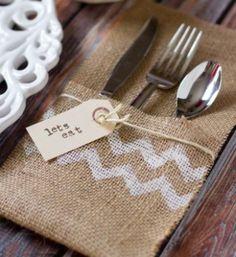 Este porta-talher rústico deixará a sua mesa muito bem decorada (Foto: iheartnaptime.net)http://www.artesanatopassoapassoja.com.br/porta-talher-rustico-passo-passo/