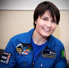 Samantha Cristoforetti : In diretta il volo per la ISS! – Flying to ISS (yes! Ufo Sighting, Good News, Nasa, Tv Shows, Culture, Female, Flamboyant, Women, Universe