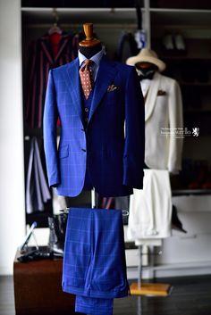 1920年、フェルディナンド・インパラートによって創設され、現在もナポリを代表する名門として知られるマーチャントブランドです。ナポリマーチャントならではのファッション性、嗜好性の高い服地の数々は5-6冊のバンチサンプルで展開され、毎シーズン全てのサンプルがリニューアル。そして、ファンシーデザインは全て同社のオリジナルと、突出した独自性を誇ります。アリストンの生地はそのクオリティーの高さゆえ、キートン、ブリオーニ、イザイアなどの高級メンズブランドにも採用されてきました。,ROBERT FRASER,ロバート・フレイザー,カンクリーニ,CANCLINI,ネクタイ,オーダーシャツ,注文服,背広,オーダースーツ,誂え,紳士,オーダーメイド,福岡,八幡西区,黒崎,北九州,ビスポークスーツ110,bespokeSUIT110,bespokeSUITIIO,