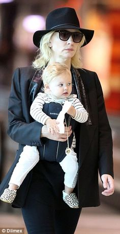 Cate Blanchett and her baby Edith Mini fashionista? The blue-eyed babe looked very trendy in a white ensemble matched with leopard print booties