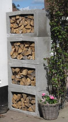 You want to build a outdoor firewood rack? Here is a some firewood storage and creative firewood rack ideas for outdoors. Lots of great building tutorials and DIY-friendly inspirations! Outdoor Firewood Rack, Firewood Storage, Firewood Holder, Outdoor Storage, Fire Pit Materials, Wood Store, Diy Garden Projects, Project Projects, Concrete Blocks