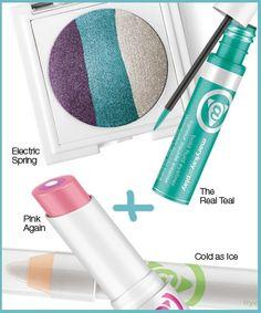 La belleza es arte: hasta la próxima. Añade un toque de grosor al look clásico de ojos ahumados con sombras blancas relucientes y ligeros toques de verde azulado, combinados con un tono rosa para tus labios. #MKAtPlay