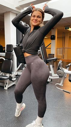 With all this uncertainty, we're just happy we're back in the gym tbh. IG: rxcheljohn #Athleisure #WomensFashion #Athleticwear #SportyOutfits #Gymwear #Womens #Autumn2020 #Winter #FallFashion #Trendy #FitnessOutfits #Gym #Seamless #Gymshark #Workout #Style #AW20 #Fashion
