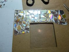 Make It Easy Crafts: Recycled CD Mosaic Photo Frame. You Could Also Use  Broken Mirror Pieces. Good Ideas