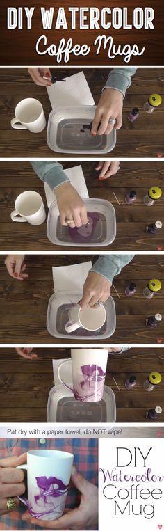 darle color a una taza con h2o tibia , esmalte de uñas de dos colores y un escarbadientes
