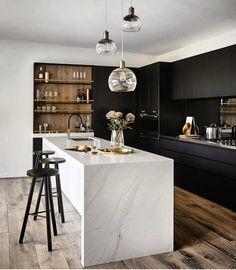 All wood kitchen marble counters 32 Super ideas Modern Farmhouse Kitchens, Black Kitchens, Luxury Kitchens, Kitchen Black, Kitchen Wood, 10x10 Kitchen, Floors Kitchen, Space Kitchen, Colonial Kitchen