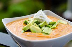 Roasted Sweet Potato and Avocado Soup ~ Mangiare squisito ~ Foodblog Avocado Soup, Roasted Sweet Potatoes, I Foods, Thai Red Curry, Cantaloupe, Fruit, Whole30, Ethnic Recipes, Blog