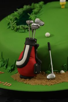 Close up of the golf bag. Golf Themed Cakes, Golf Birthday Cakes, Golf Cookies, Bag Cake, Sport Cakes, Funny Cake, Cake Shapes, Wilton Cake Decorating, Cakes For Men