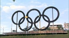 G1 - Anéis olímpicos estão instalados no Parque Madureira, no Subúrbio do Rio - notícias em Rio de Janeiro