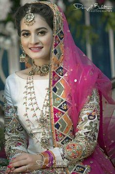 Pakistani Fashion Party Wear, Pakistani Wedding Outfits, Pakistani Wedding Dresses, Pakistani Dress Design, Bridal Outfits, Indian Fashion, Dress Wedding, Formal Wedding, Pakistani Mehndi Dress