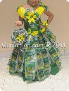 Disfraz vestido con bolsas plasticas Recycled Costumes, Recycled Dress, Cloud Costume, Recycled Fashion, Unique Dresses, Dress Making, Fashion Show, Girls Dresses, Wearable Art