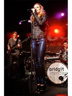 Seeing her perform makes me happy beyond belief ♡