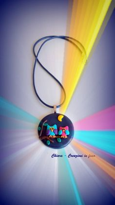Ciondolo in #fimo blu fatto a mano con gufi in rilievo colorati kawaii idee regalo amica, by Chiara - Creazioni in fimo, 11,70 € su misshobby.com