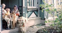 Back to the roots: learning how to weave famous Russian shawls | Pavlovski Posad