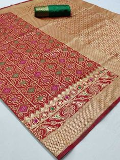 We brings you all new collection of pure Bandhej Weaving Silk Sarees Pair this Saree with matching accessories to look trendy and gorgeous, and enhance your charm. Silk Saree Kanchipuram, Bandhani Saree, Maroon Color, Red Color, Soft Silk Sarees, Traditional Sarees, Saree Styles, Blouse Designs, Weaving