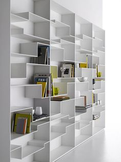 mdf MELODY. Librería de DM pintado de blanco y fondo melamínico e1cm blanco. Patas regulables hasta 1,5cm.